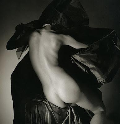 Modelos Desnudas Posando De Espalda