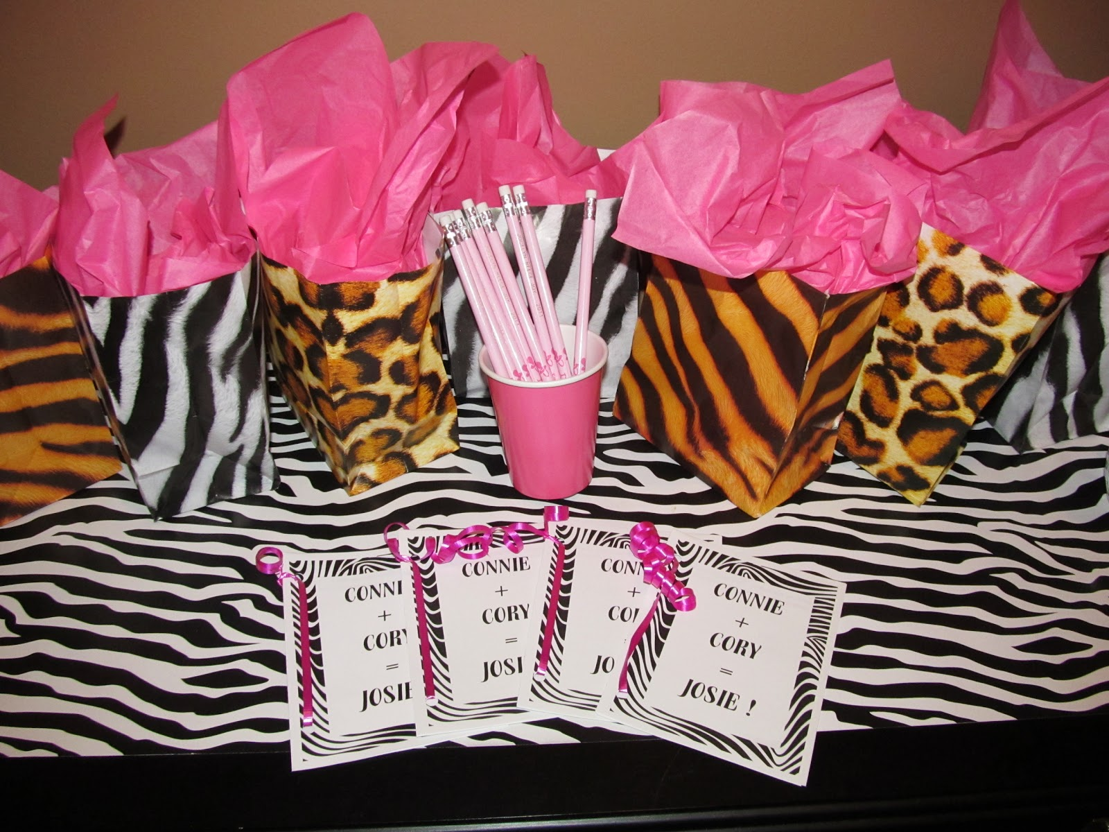 Leopard print baby shower decorations best baby decoration for Animal print baby shower decoration ideas