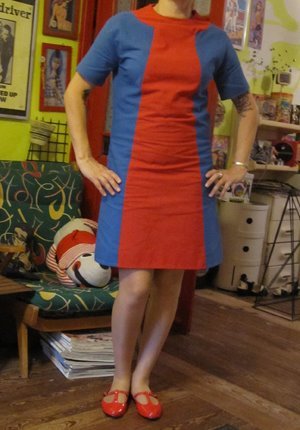 """Addicted to my Singer : red and blue 60's  I did my dress based on 1969 Simplicity pattern (n° 8591 )  dress SEW SEWING 1960 The second dress i  sew  few years ago .   It turned into a nightmare  ! The 34"""" bust seemed to be a 40""""  so I had to revise  almost entirely the pattern . I fought the sleeves  and the fabric i choose was rough even after several cleanings !  s 1960 60s 60 colorblock color block"""