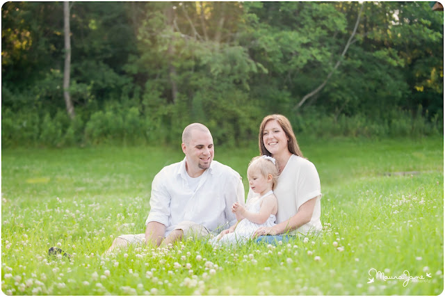 family photographers in scranton, family photographers in albuquerque, family portraits, photographers in scranton, photographers in albuquerque, family photos, family portraits on a farm, farm photography, family pictures in feild