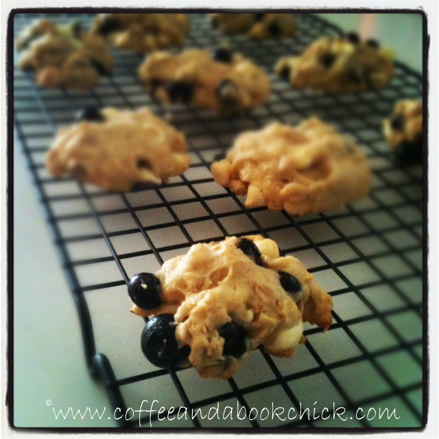 ... Chick: Weekend Cooking: Blueberry and White Chocolate Chip Cookies