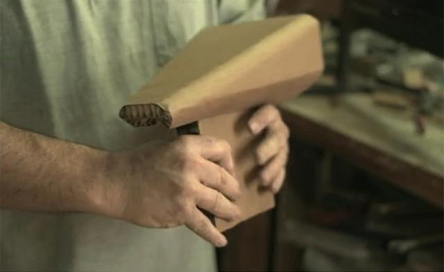 Designer cria bicicleta de papelão com apenas R$20