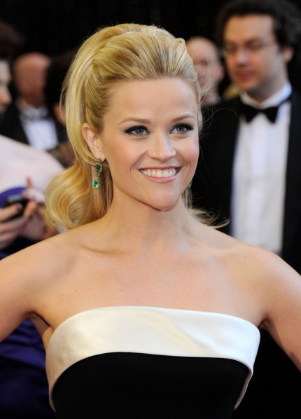 reese witherspoon oscars 2011 earrings. Reese Witherspoon chose