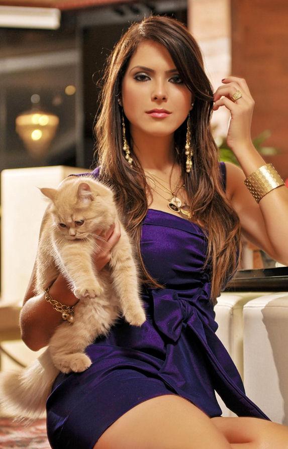 miss universe brazil 2010 debora lyra car accident crash