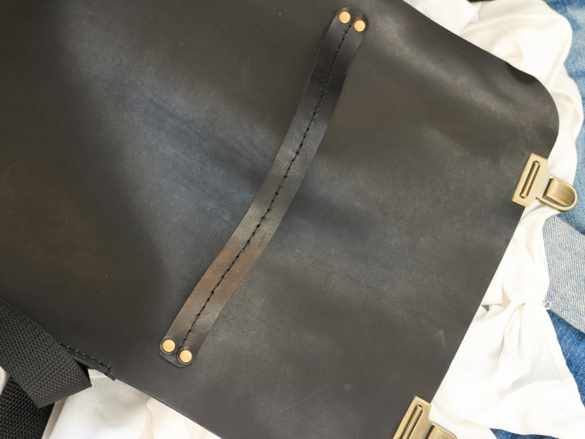 Кожаный портфель сшит из натуральной итальянской кожи