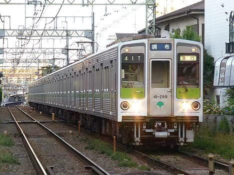 京王電鉄 急行 調布行き 都営10-000形新幕200F