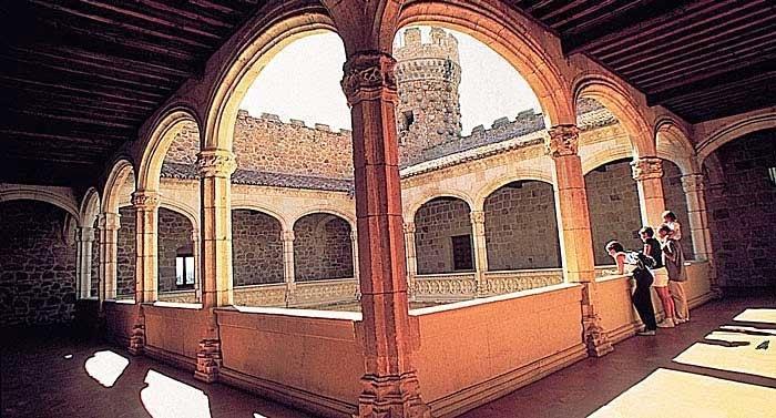 Interior del Castillo de los Mendoza, Guía de Manzanares el Real, Tu Maleta.