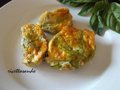Fiori di zucchina ripieni ricetta vegetariana