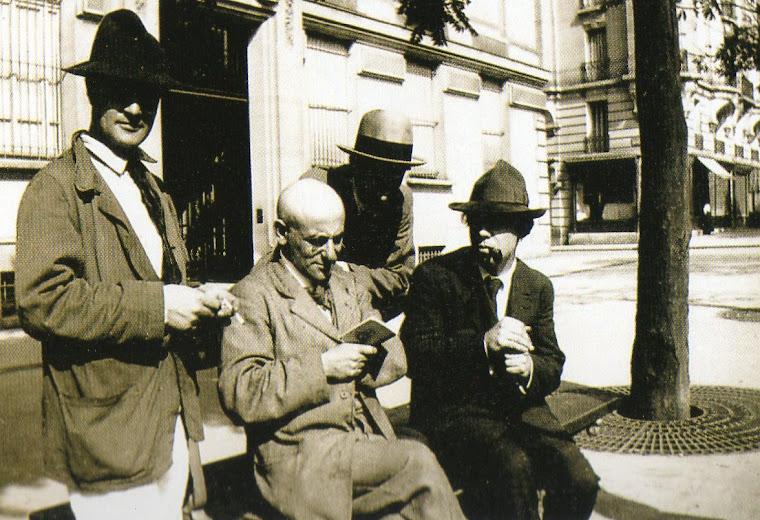 Intelectuais do Grupo do Bateau Lavoir (Paris, 1916).