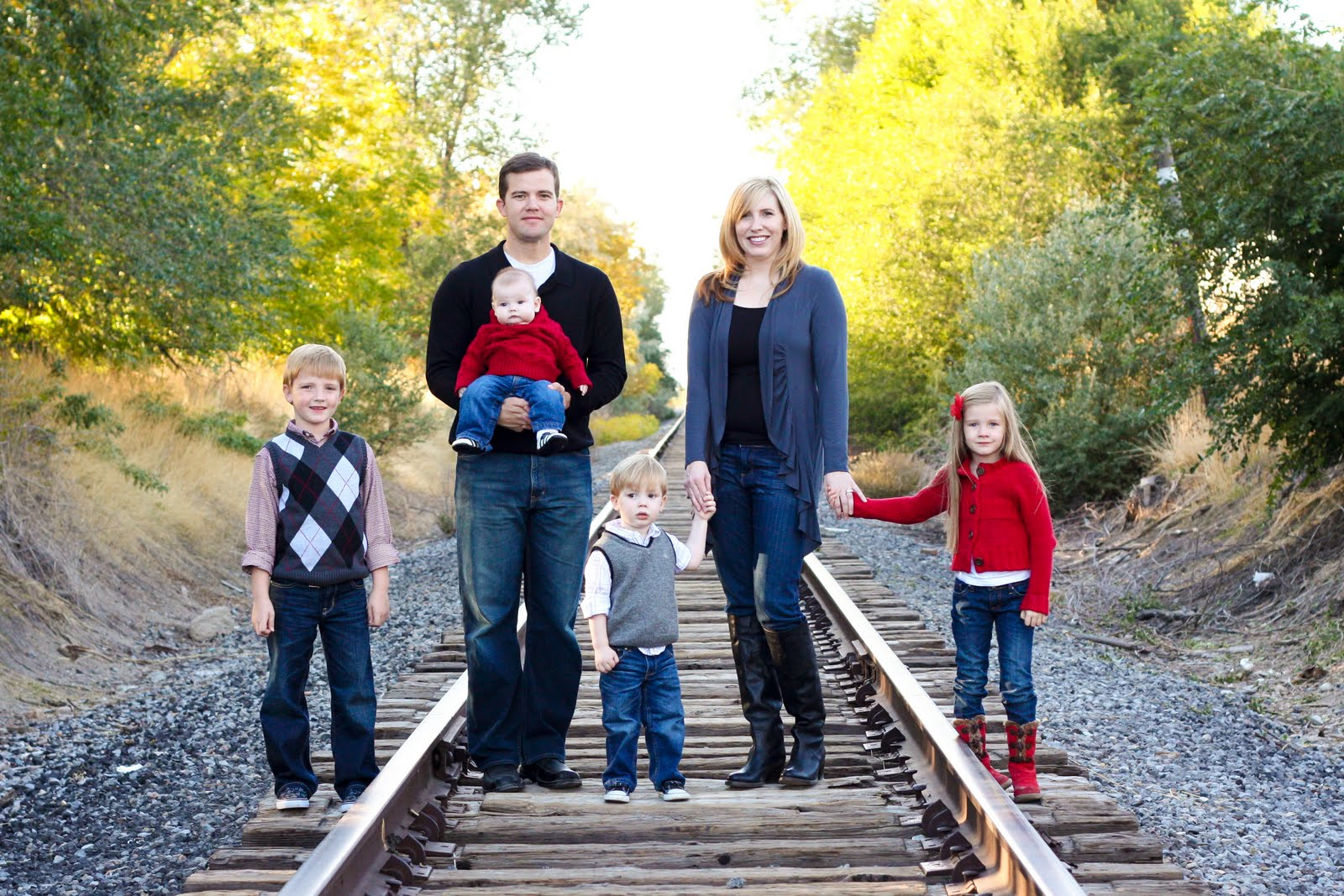 Fall Family Picture Clothing Ideas http://iwannatalkaboutbrooke.blogspot.com/2011/04/how-to-coordinate-for-family-photo.html