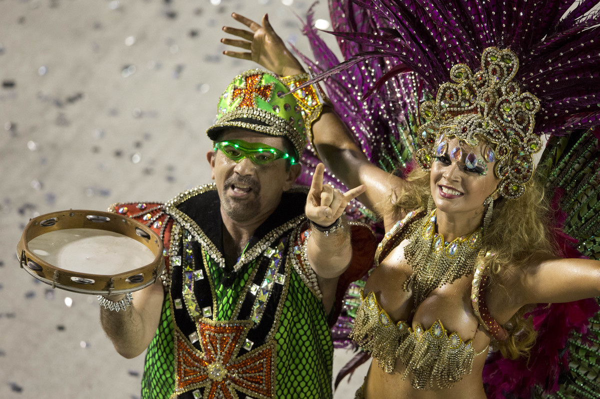 Rio Carnival 2013: Samba Queens And Fantasy Floats Descend On Brazilian City.