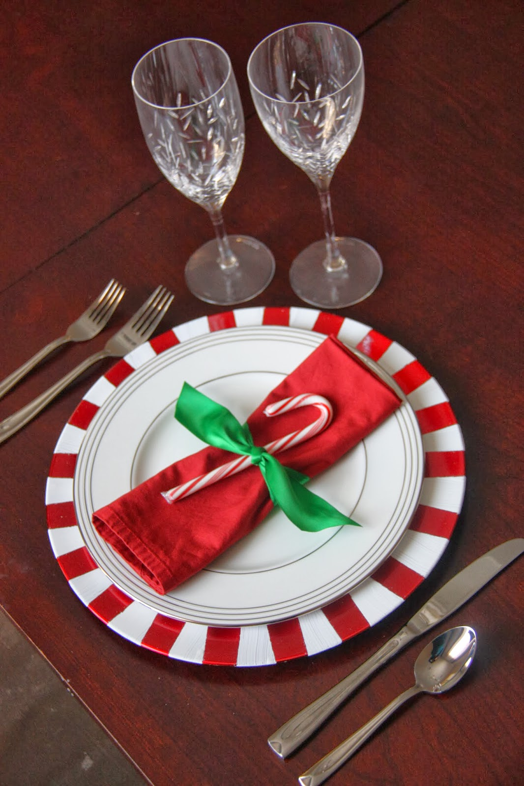 Diy christmas candy cane inspired charger the lovebugs blog - Diy deco table noel ...