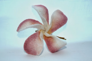https://www.etsy.com/listing/175566370/tropical-plumeria-flower-felt-bobby-pin