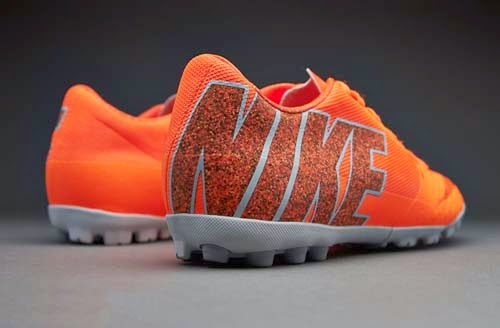 Nike Bomba Finale II futsal boots with orange color