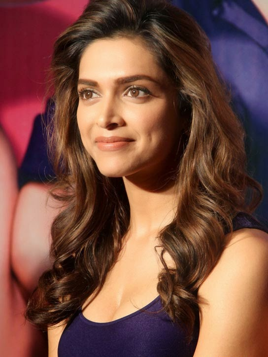 cute wallpapers of hot n popular deepika padukone