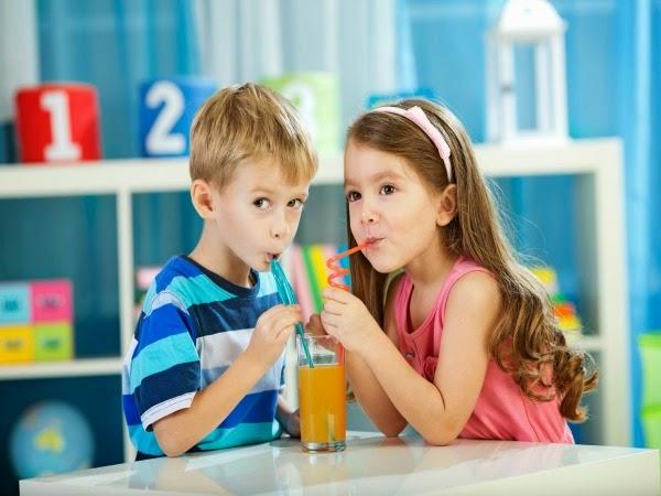 ¿Por qué los niños no deben abusar de los zumos?