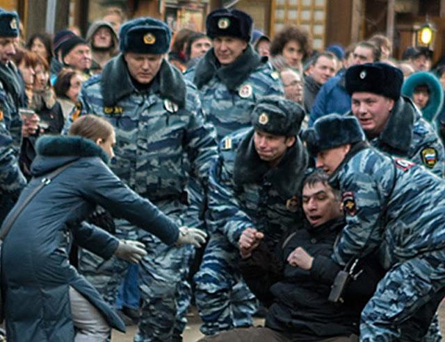 As organizações estrangeiras e as russas que mantêm relações com elas  poderão ser banidas com pretextos legais confusos.