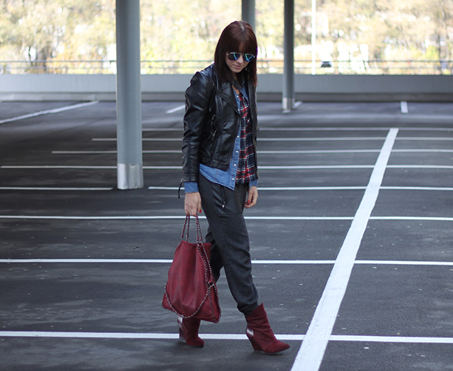outfit trend fashionblogger herbstoutfit winteroutfit tartan kariert bershka jeansbluse hm lederjacke baggyhose zara supertrash boots bordeaux tasche falabella 05