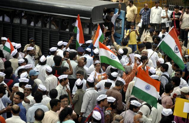 Anna Hazare Supporters Crowd in Delhi