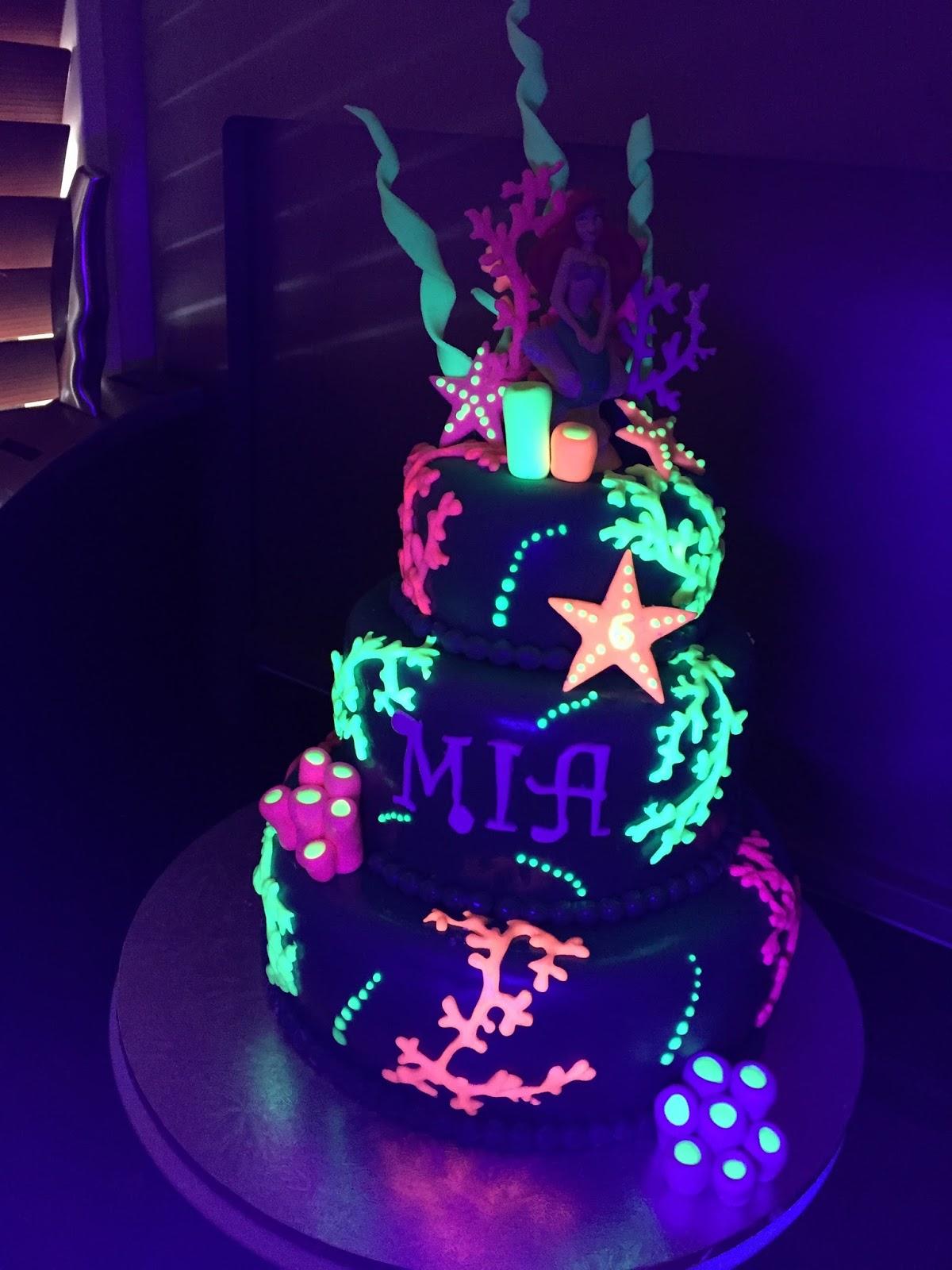 Kiwi Cakes: Glow in the dark cake - from Kiwicaker Sonja ...