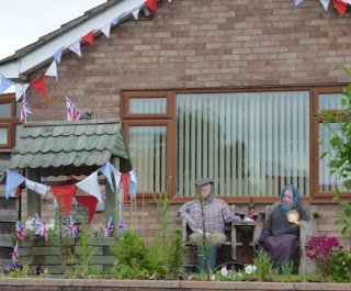 We spotted a right 'Royal' Diamond Jubilee Garden Party in the riverside village of Benson this afternoon!