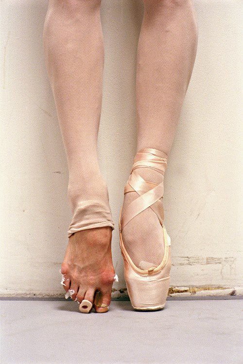 Ballet Foots and sneaker damaged  NY new york feets feet foot
