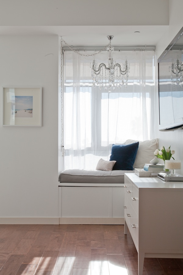 Bedroom Decorating in White and Blue