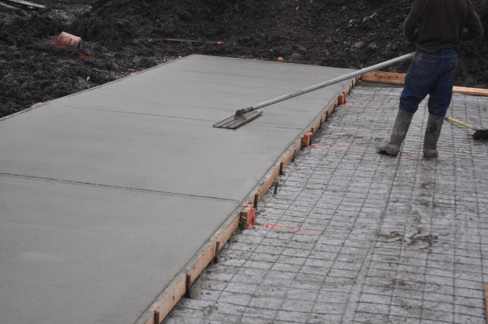Expansion Joint For Concrete : Meat first part of floor complete
