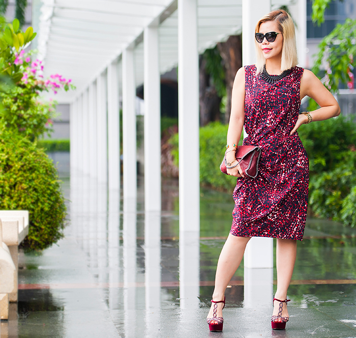 Singapore Fashion Blogger Crystal Phuong wore Thakoon printed maroon dress hitting the street