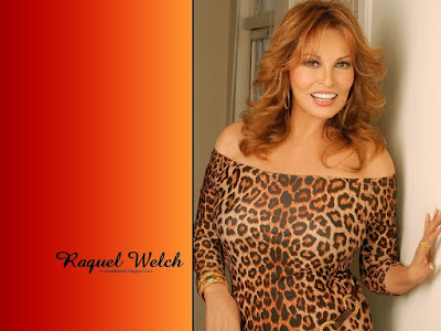 Raquel Welch Sexy Wallpaper
