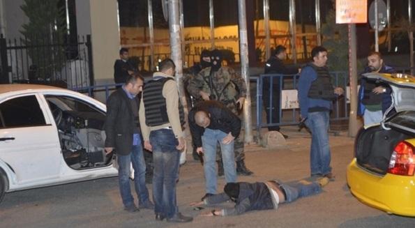 Polisin dur ihtarına silahla karşılık verdiler!