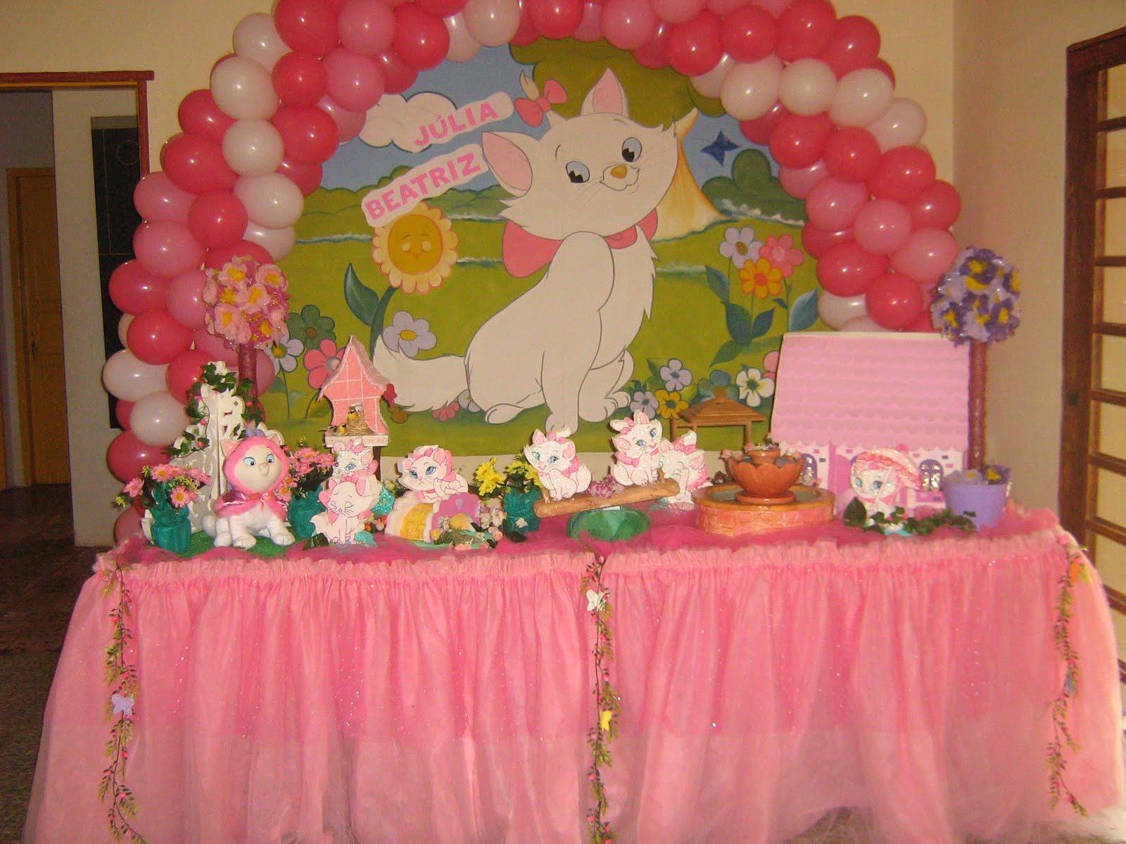 Da Festa Da Gatinha Marie Em Tons Delicados De Rosa E Branco