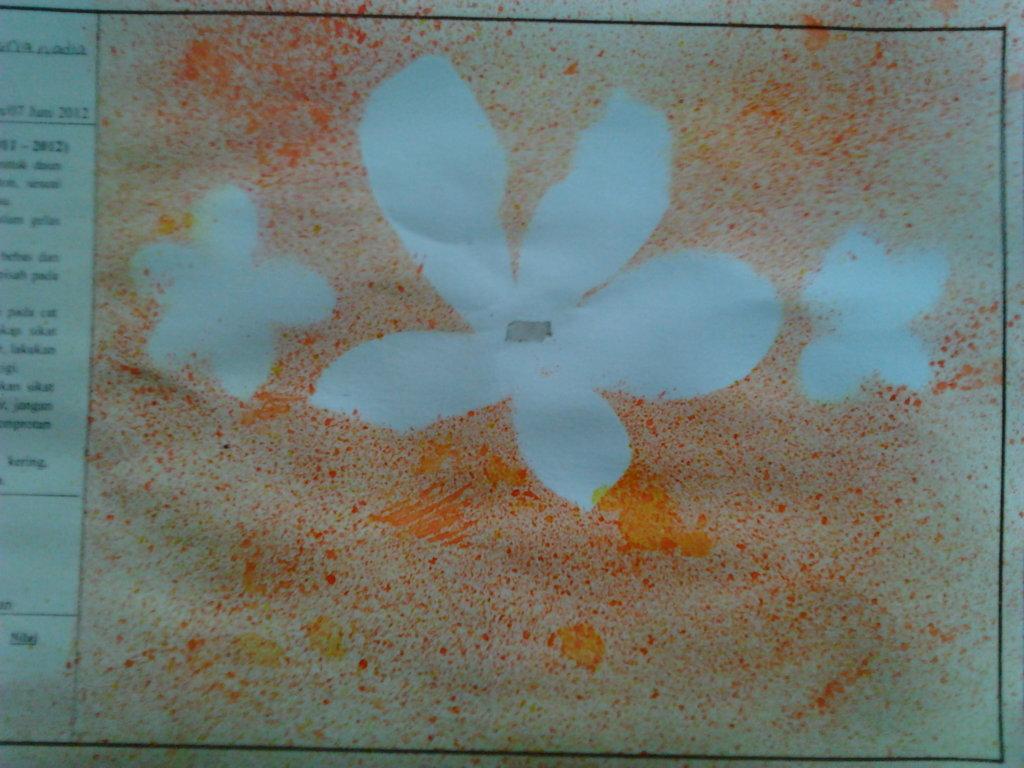 v Di kelas tiga membuat lukisan