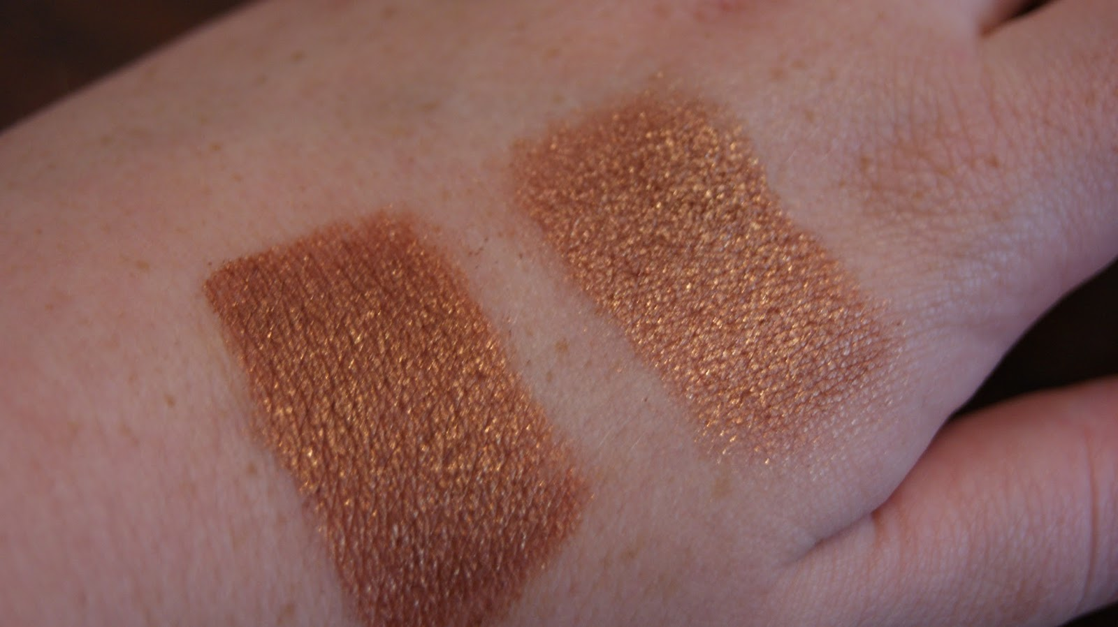 eyeshadow swatch with and without primer
