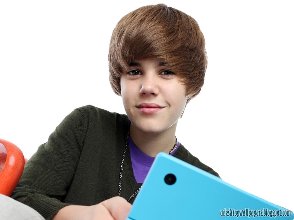 http://1.bp.blogspot.com/--W_tPvri4OQ/UMIN2tM1xdI/AAAAAAAABlI/CRrSfO5c2Og/s1600/Justin-Bieber-Desktop-Wallpaper-01.jpg