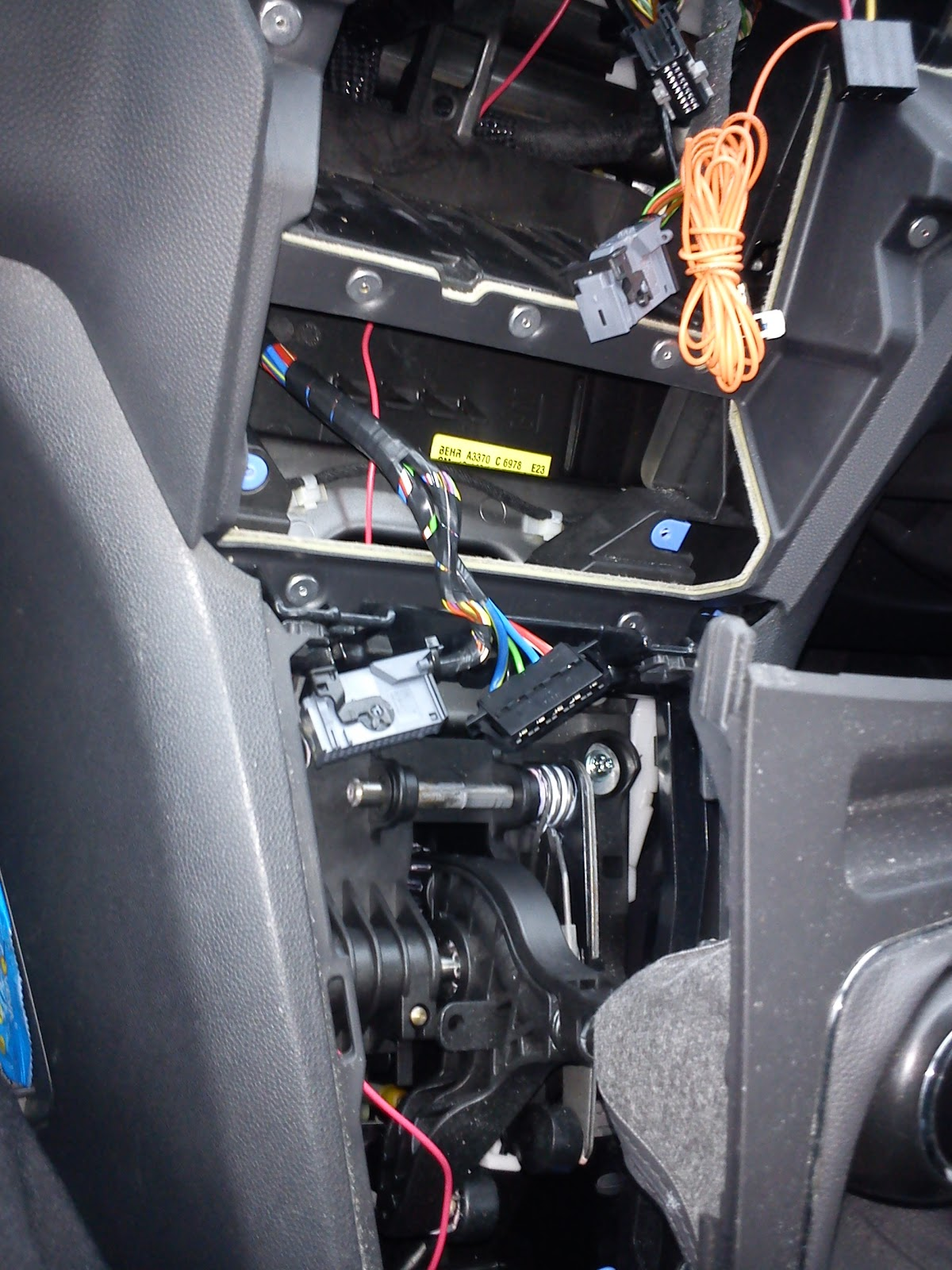 Wai\'s Life: Installing Parrot Mki9100 Bluetooth Car Kit (in Vauxhall ...