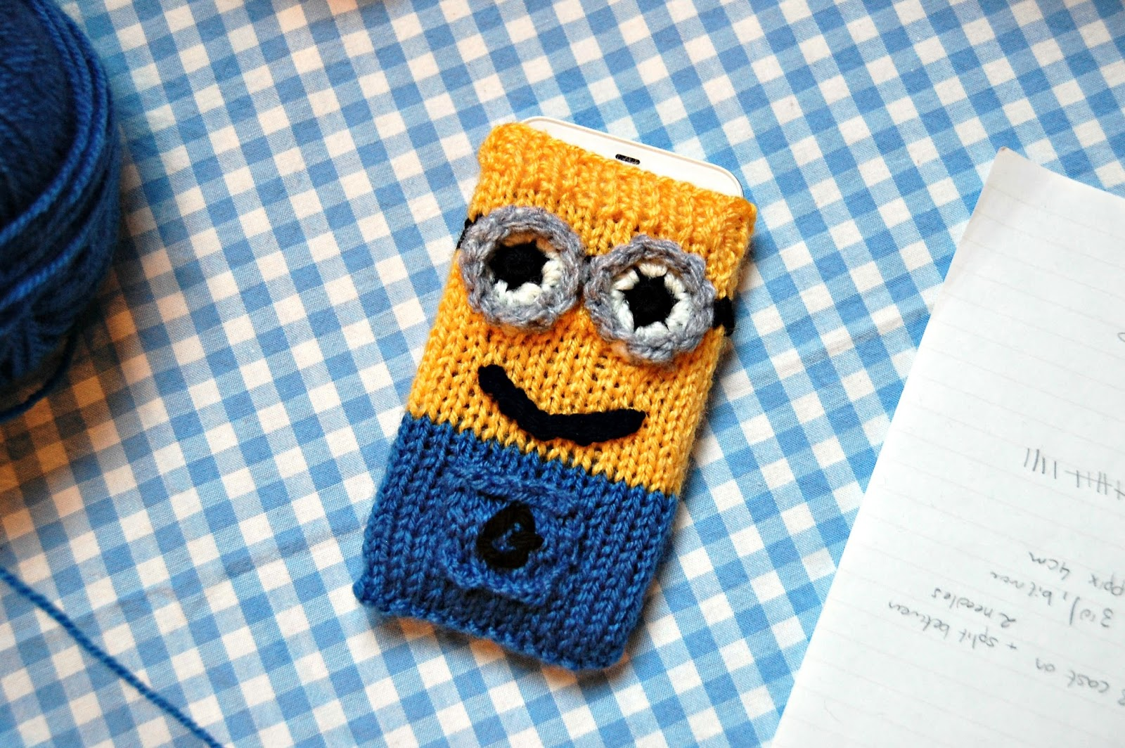 Small Heart Knitting Pattern : the geeky knitter: minion phone cover - free knitting pattern