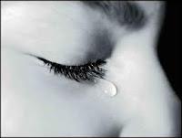 جديد العلم :اكتشف مرضك من دموعك