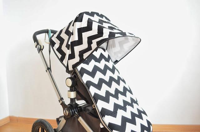 Saco silla de paseo en estampado zig-zag blanco y negro