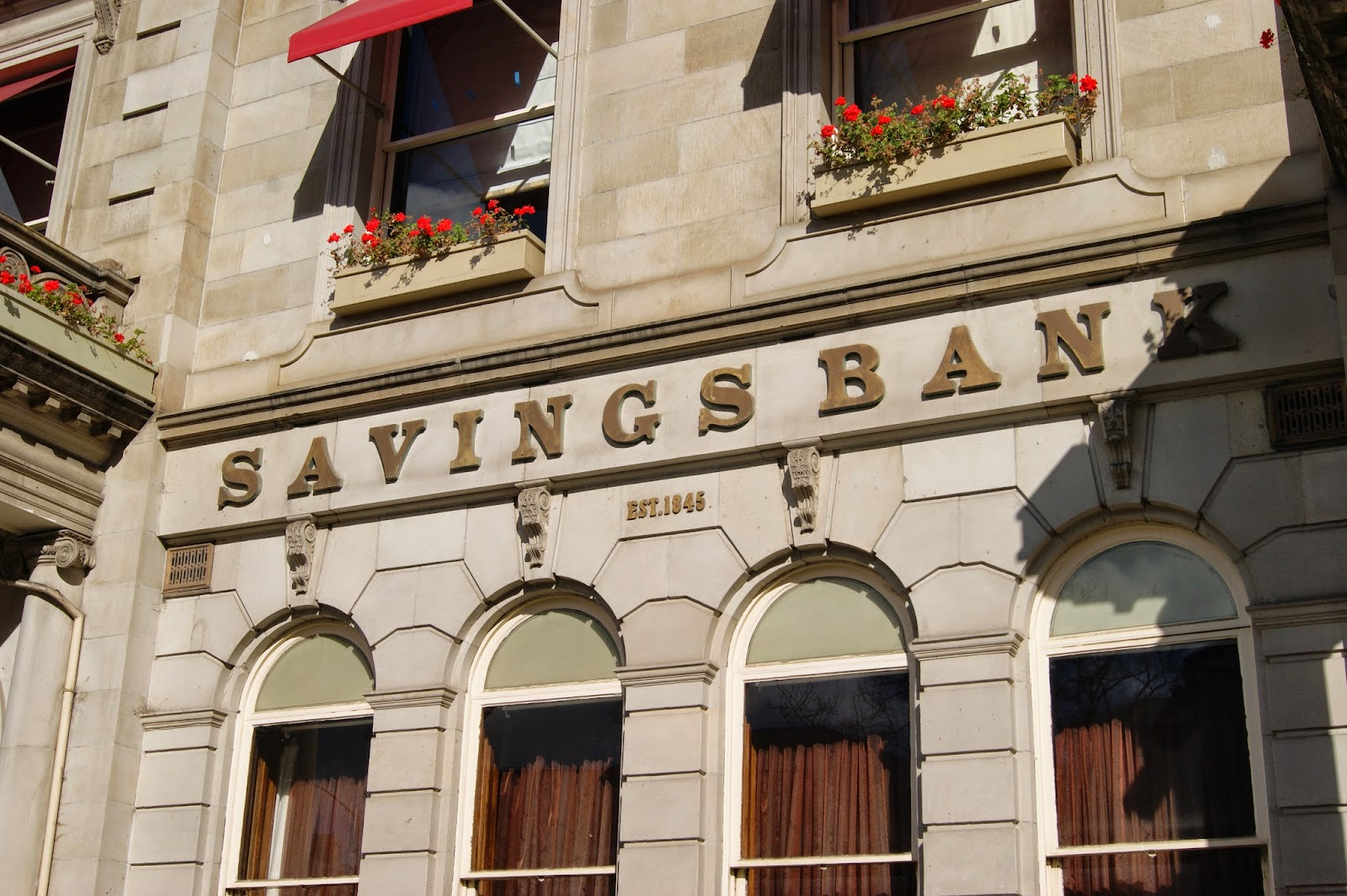 savings bank accounts Compare savings accounts to see the best interest rates for cash isas, peer-to-peer lending, fixed rate bonds and other savings accounts our simple search outlines.