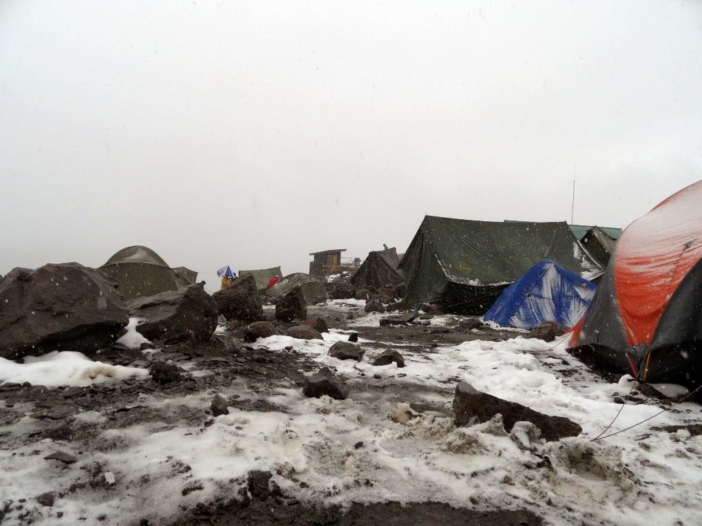 Campamento-de-Barafu-completamente-helado