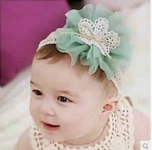 gambar bayi perempuan dan aksesoris rambut