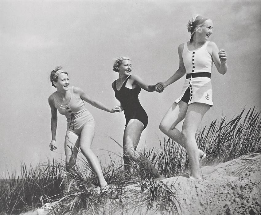 paul wolff german girls on the beach 1936 photographer gmbh co kg monchengladbach