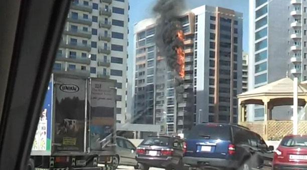 حريق بناية تيكوم بدبي حريق