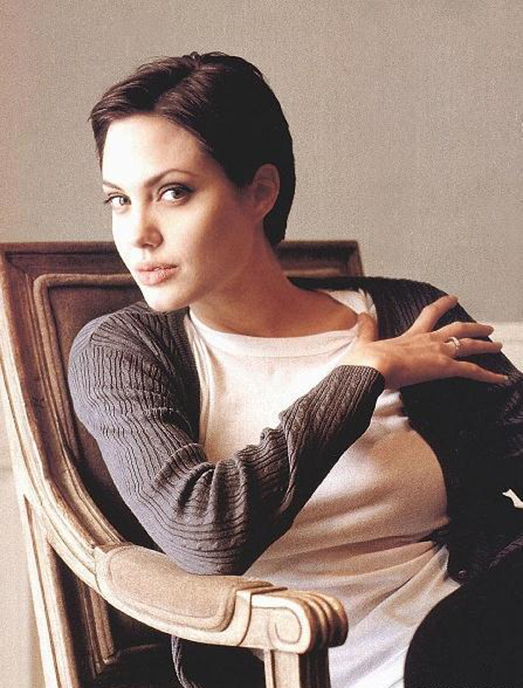 Fresh Look Angelina Jolie Short Hairstyles 02
