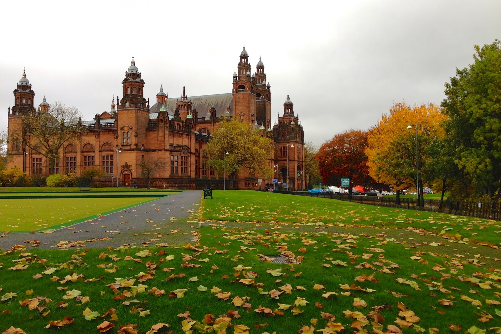 Kelvingrove Museum in autumn