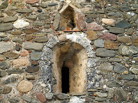 Finestra d'espitllera en l'absis de Sant Jaume de Rifà