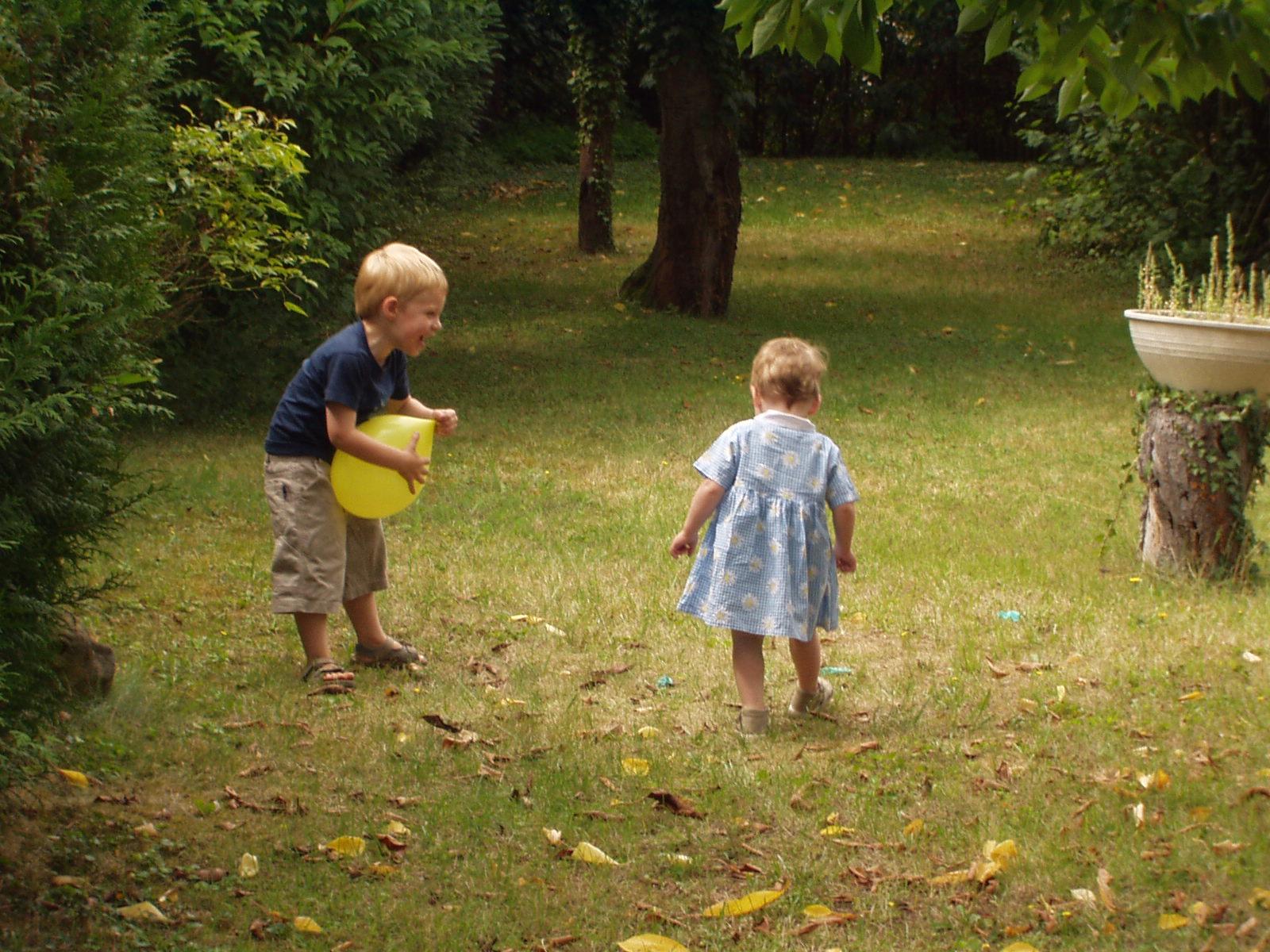 Jeux d enfants Jeu pour enfant cache cache ballon