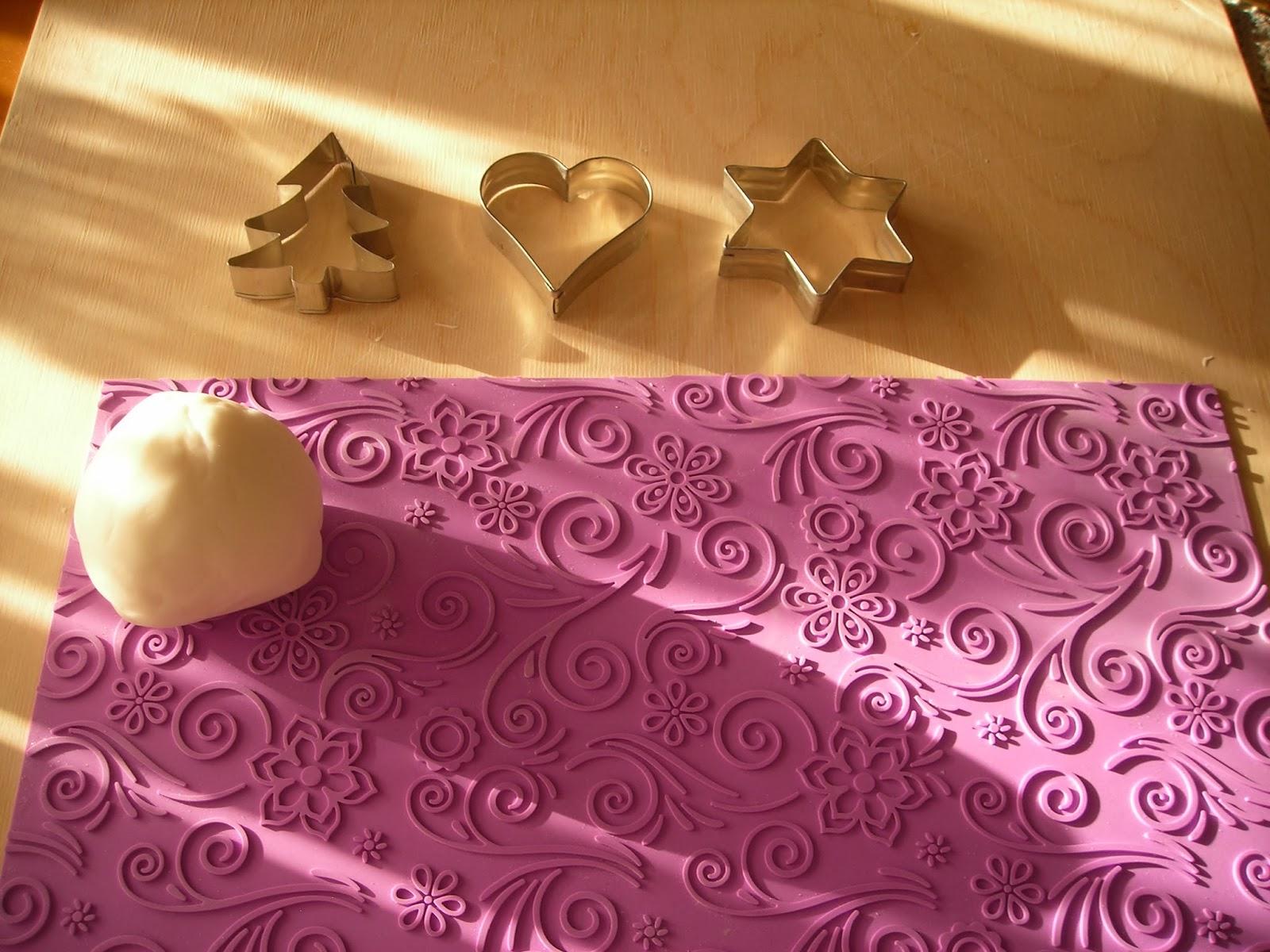 Le torte di mamma rita decorazioni natalizie in pasta di for Pasta di zucchero decorazioni