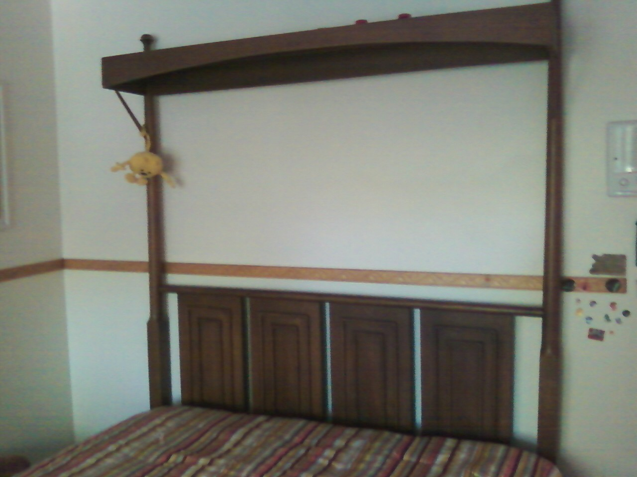 New Broyhill Sculptra Canopy Bed